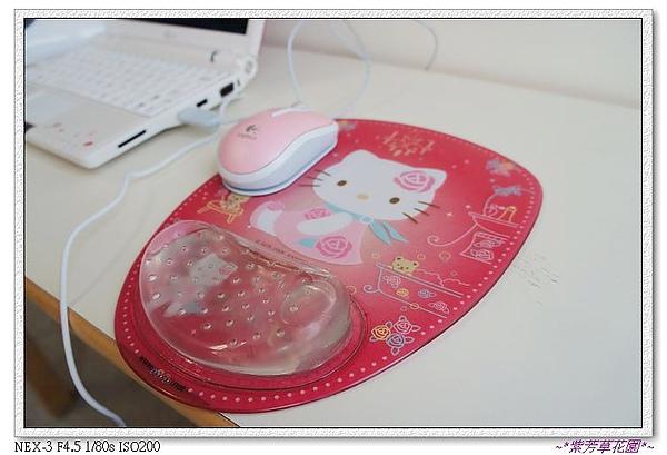 34 連滑鼠和滑鼠墊都硬要是粉嫩系唷~!.jpg