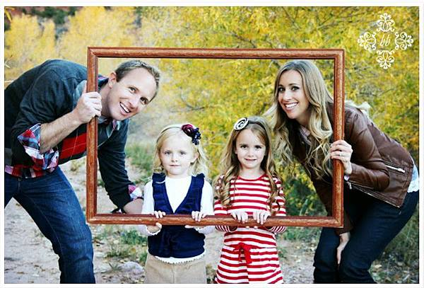 family-photo-frame-fall.jpg
