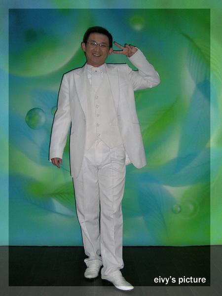 男生白西裝