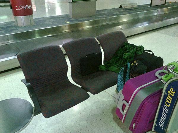 第一次睡機場