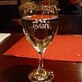 evian要酌收25圓所以我猛喝好幾杯