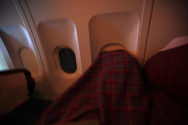 毛毯後面就是正在觀星的E小姐