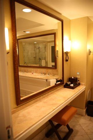 這是我們房間的.......浴室,