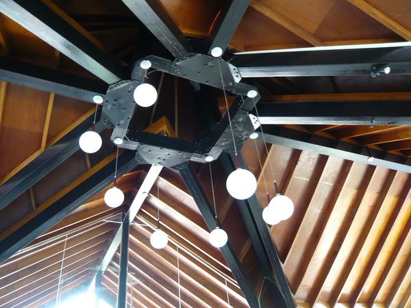 Mövenpick 店內的吊燈