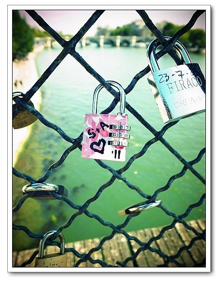 藝術橋上情人鎖