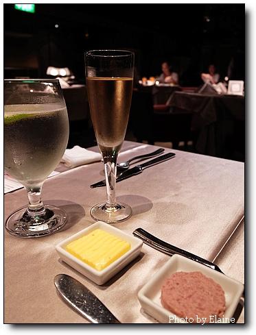 餐前酒+麵包抹醬