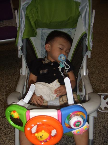 好累唷! 呼呼大睡了!
