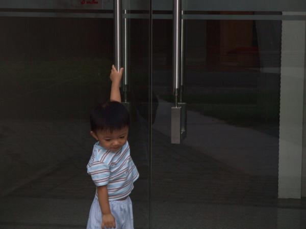 媽咪快開門呀!