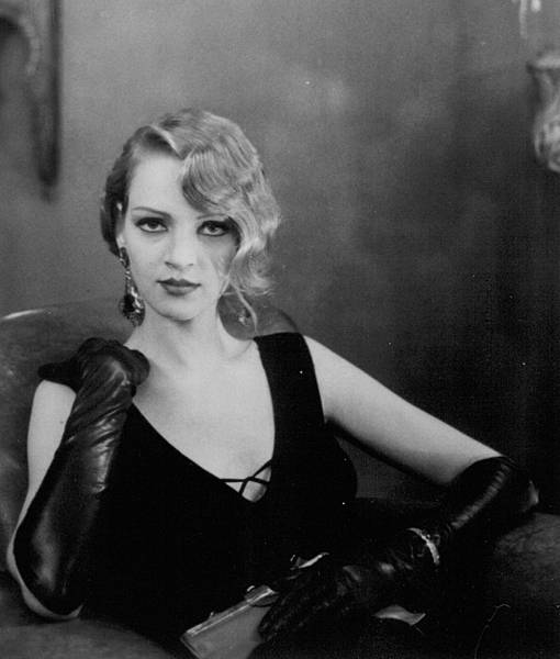 still-of-uma-thurman-in-henry-%26;-june-(1990).jpg
