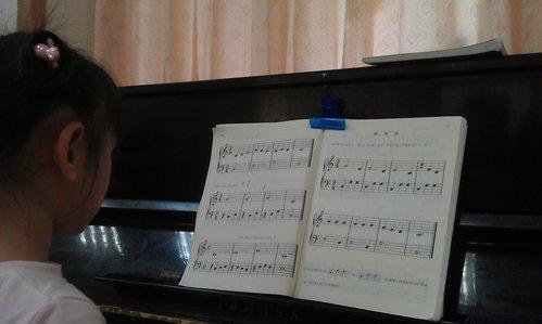家裡沒有人會彈琴,怎麼輔導?
