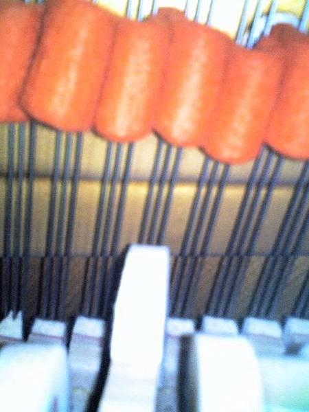 鋼琴調音時,為什麼塞紅布3