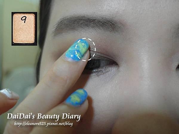 Maybelline 時尚伸展台訂製12色眼彩盤 (Nude1 時尚小舞台)