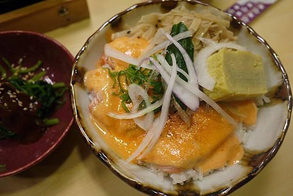 小六食堂 炙燒鮭魚丼130元