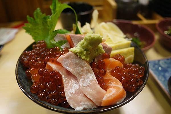 小六食堂 鮭魚親子丼250元