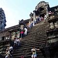 10/26 Angkor wart 上面隊伍還有20公尺吧