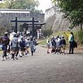 day4 熊本-湯布院 02 熊本城前.JPG