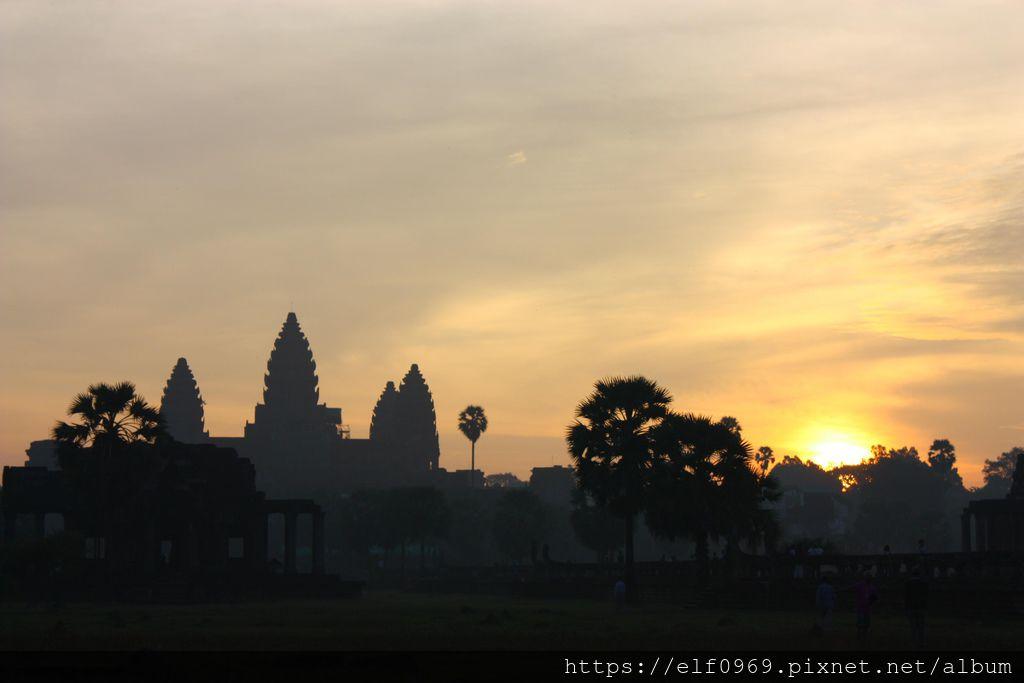 56 柬埔寨小吳哥日出 2010.11.07(001).jpg