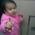 第一次搭火車的小寶妹