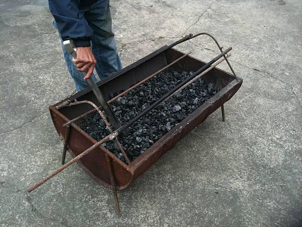 豪邁烤肉爐,大哥準備中