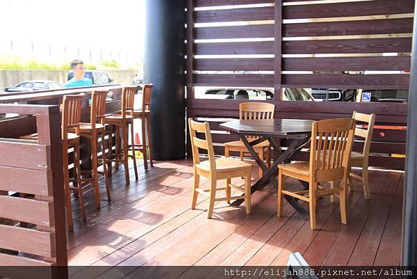 ball-donut-park-_terrace-seating1-1024x683.jpg