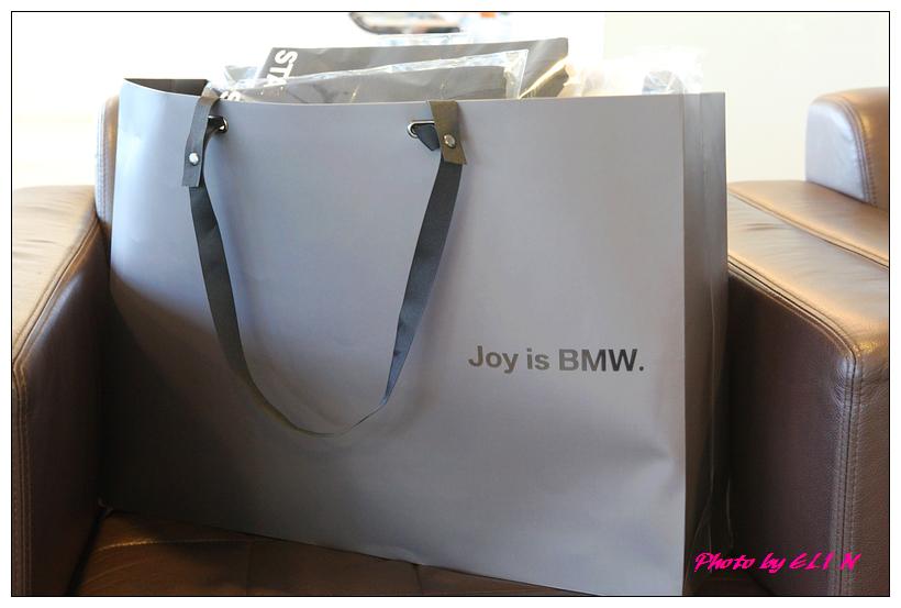1011122-BMW 318d-1
