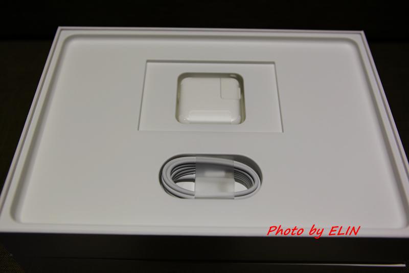 1050122-Apple MacBook-9.jpg