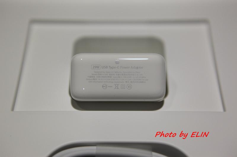 1050122-Apple MacBook-10.jpg
