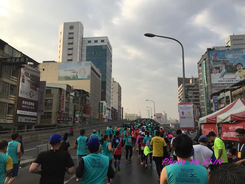 1060212-2017高雄國際馬拉松-8.jpg