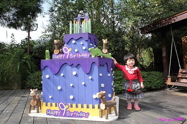 Amber與生日蛋糕.jpg