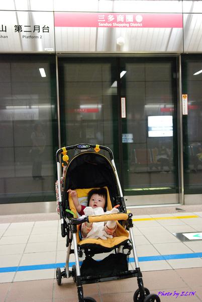 990411-Amber第一次坐捷運.jpg