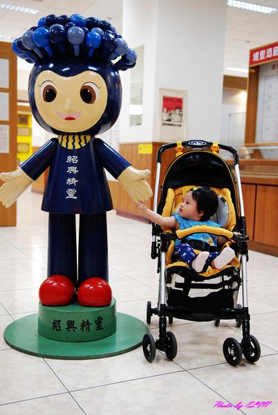 埔里酒廠-Amber與紹興精靈合照.jpg