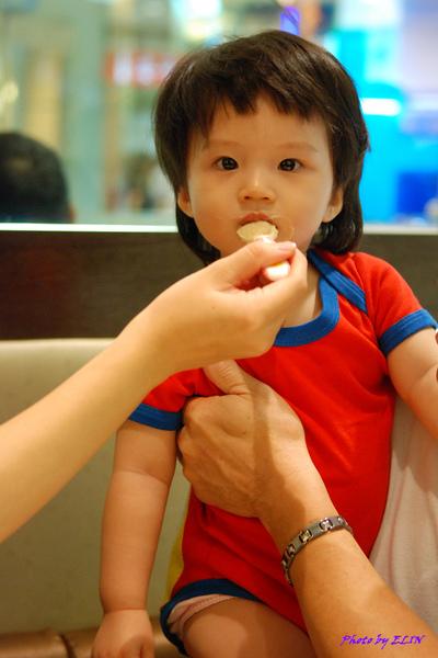 990918-Amber吃晚餐啦!-1.jpg