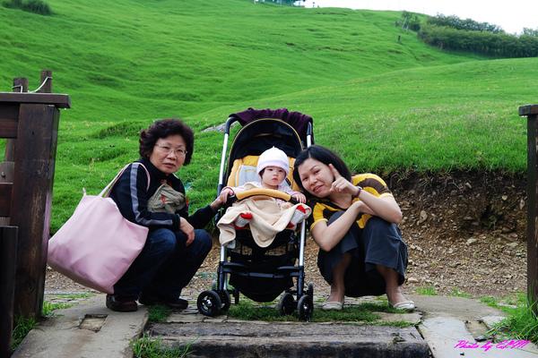 青青草原-Amber與媽咪和阿媽合照.jpg