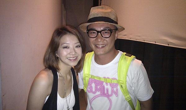 陳奕迅衝上台跟哈林哥打招呼!