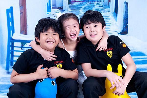 兒童寫真-三兄妹合照, 藍色背景