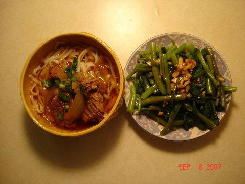 牛肉麵+燙空心菜