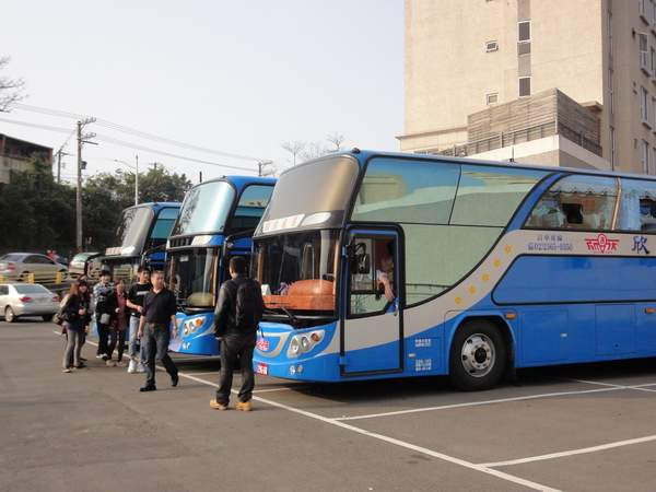 要坐遊覽車回台北摟