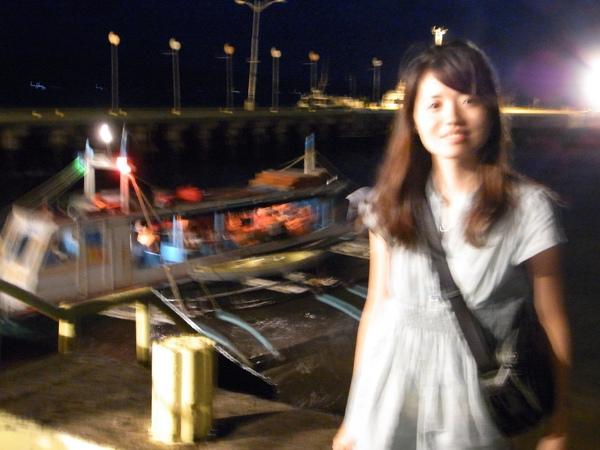 從機場到長灘島還得搭這種螃蟹船  也太晃了吧.JPG