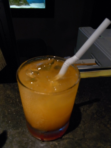 TWO SEASONS 的迎賓芒果汁 好喝哦.JPG