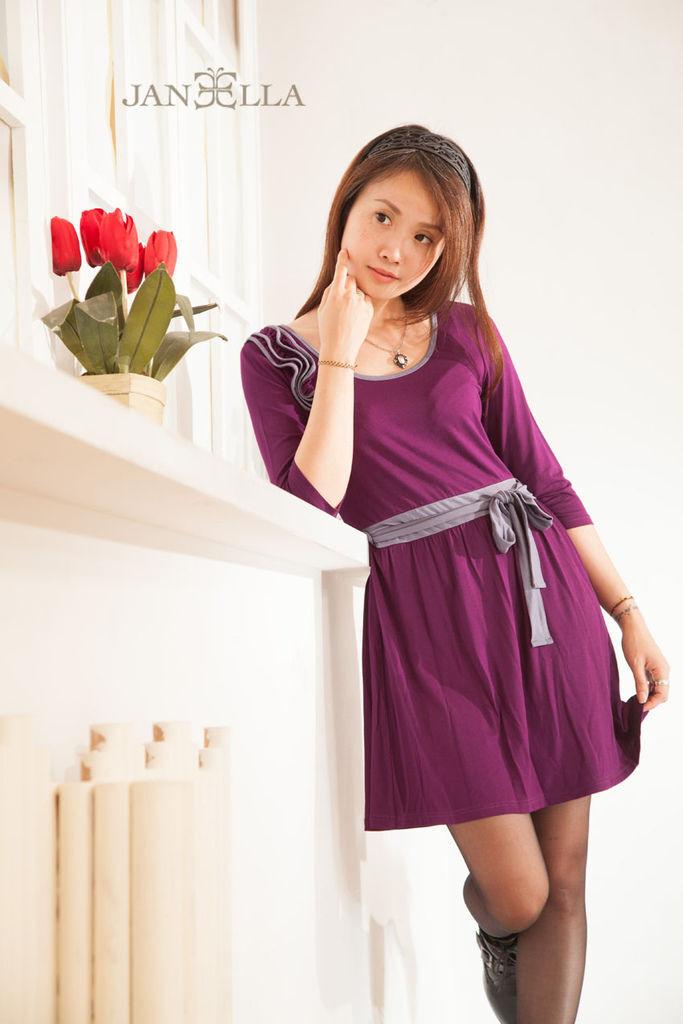 One Piece洋裝修身甜美氣質<神祕紫色> 品牌介紹JANEELLA