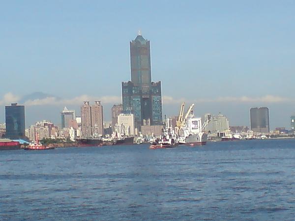 85大樓(白).JPG