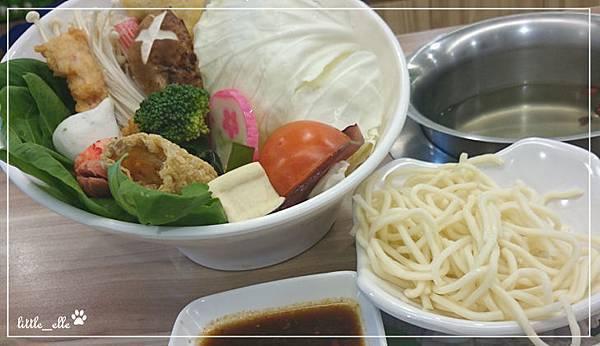 幸福日式小火鍋-菜盤&麵.jpg