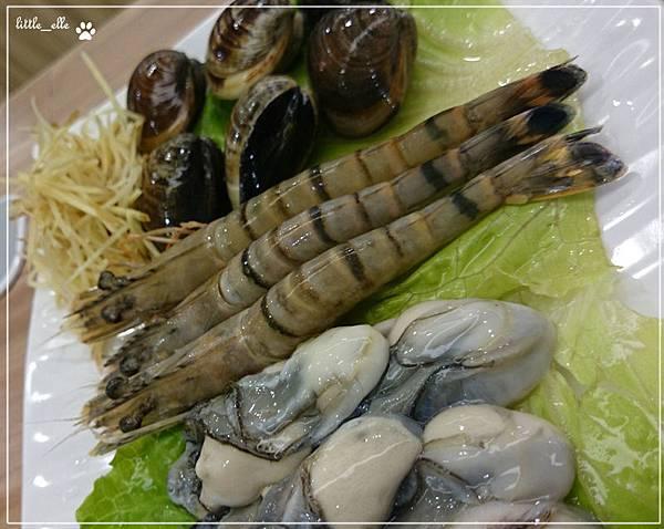 幸福小火鍋-海鮮盤-蝦&鮮蚵&蛤蠣.jpg