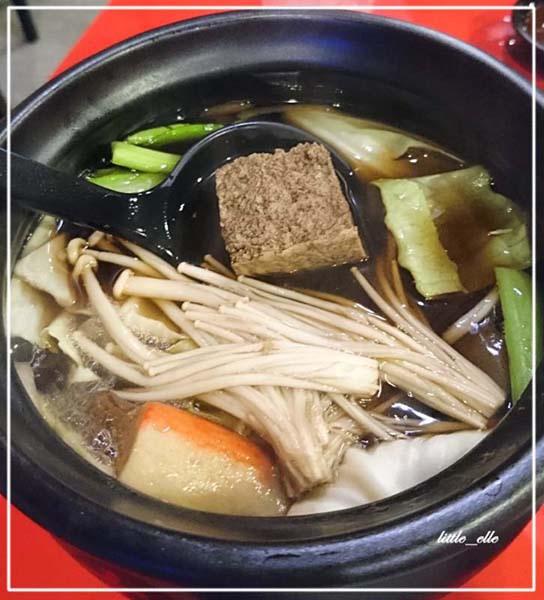 仙草雞鍋-湯頭.jpg