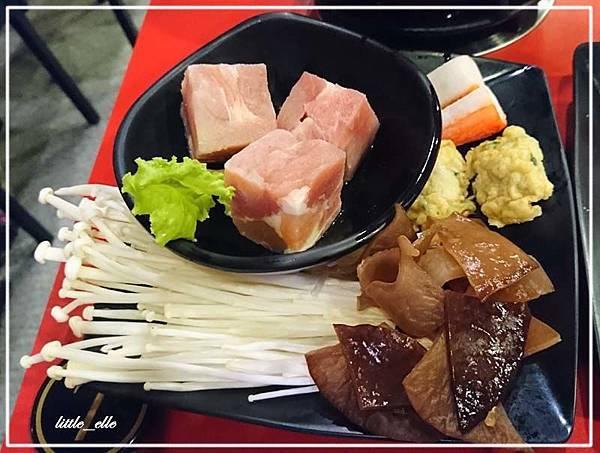 仙草雞鍋-餐點-1.jpg