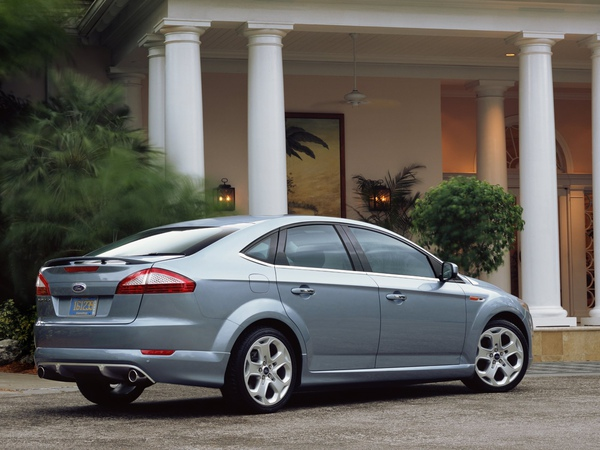 Ford_Mondeo_2007_Saloon_05.jpg