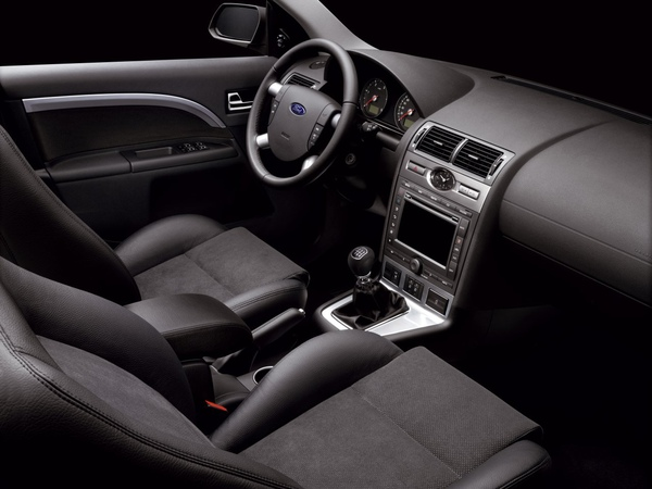 Ford_Mondeo_MY2005_01.jpg