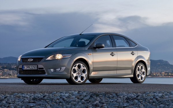 Ford_Mondeo_Titanium_S_03.jpg