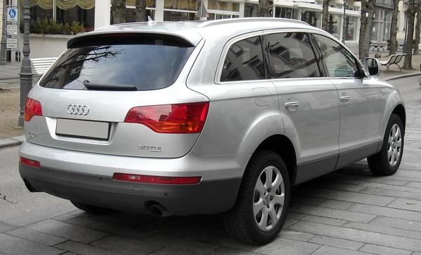 Audi_Q7_rear_20080120.jpg