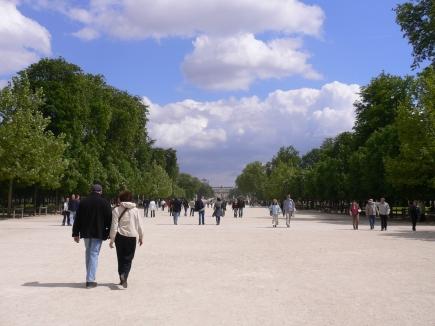 3-Concorde協和廣場-3廣場旁的Tuileries公園,走到底就是羅浮宮.jpg